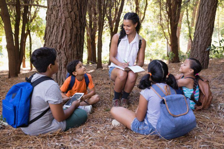 Métiers de l'aide à la famille et petite enfance