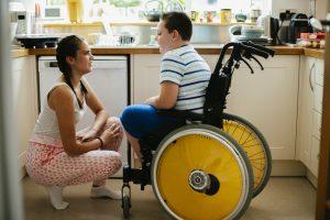 aide à domicile chez jeune enfant handicapé